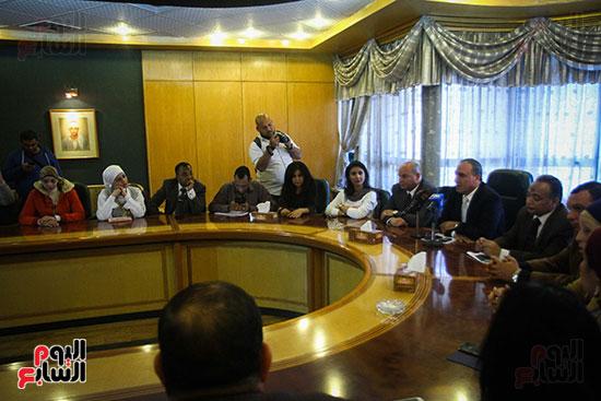 نقيب الصحفيين الجديد في اول يوم في نقابة الصحفيين ومؤتمر صحفي (7)