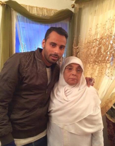 جنش مع الراحلة والدته
