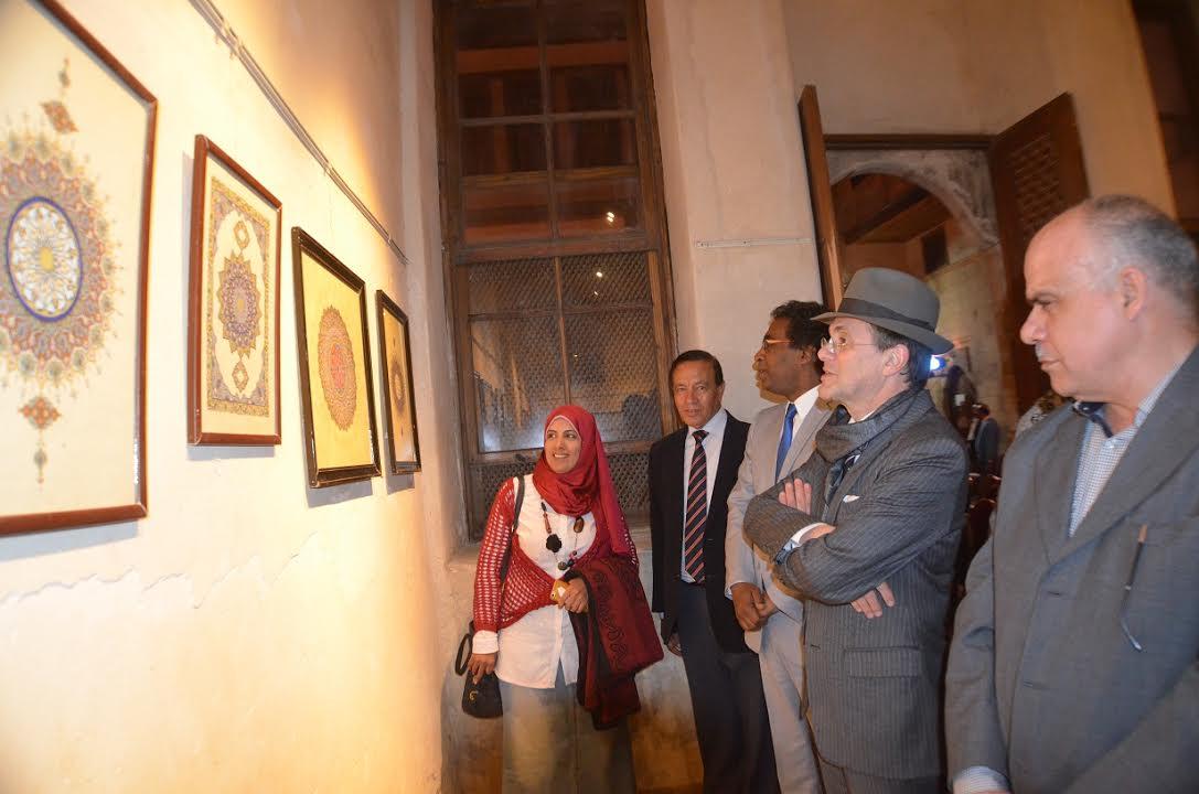 أحمد عواض يفتتح معرض فن الخط العربى  (2)