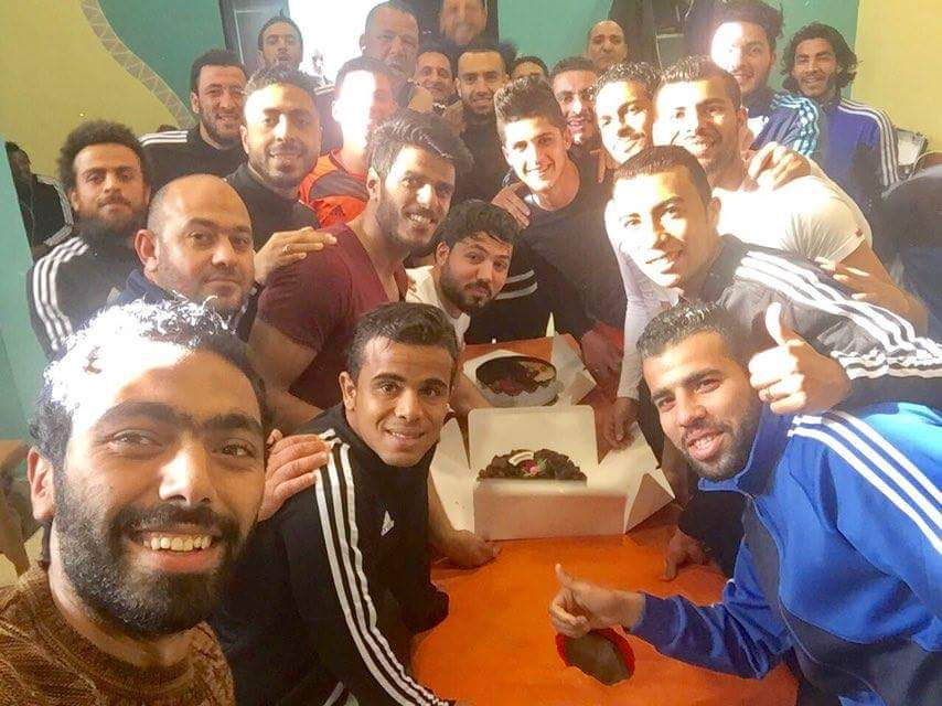 لاعبو المقاصة يحتفلون بأحمد الشيخ