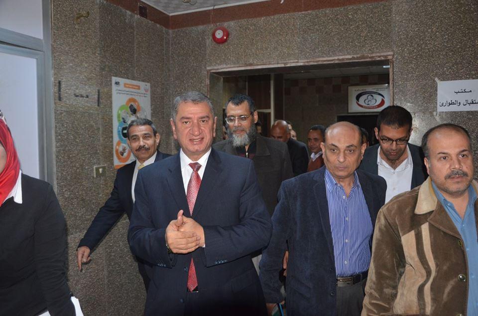 3- محافظ كفر الشيخ بمستشفى العبور