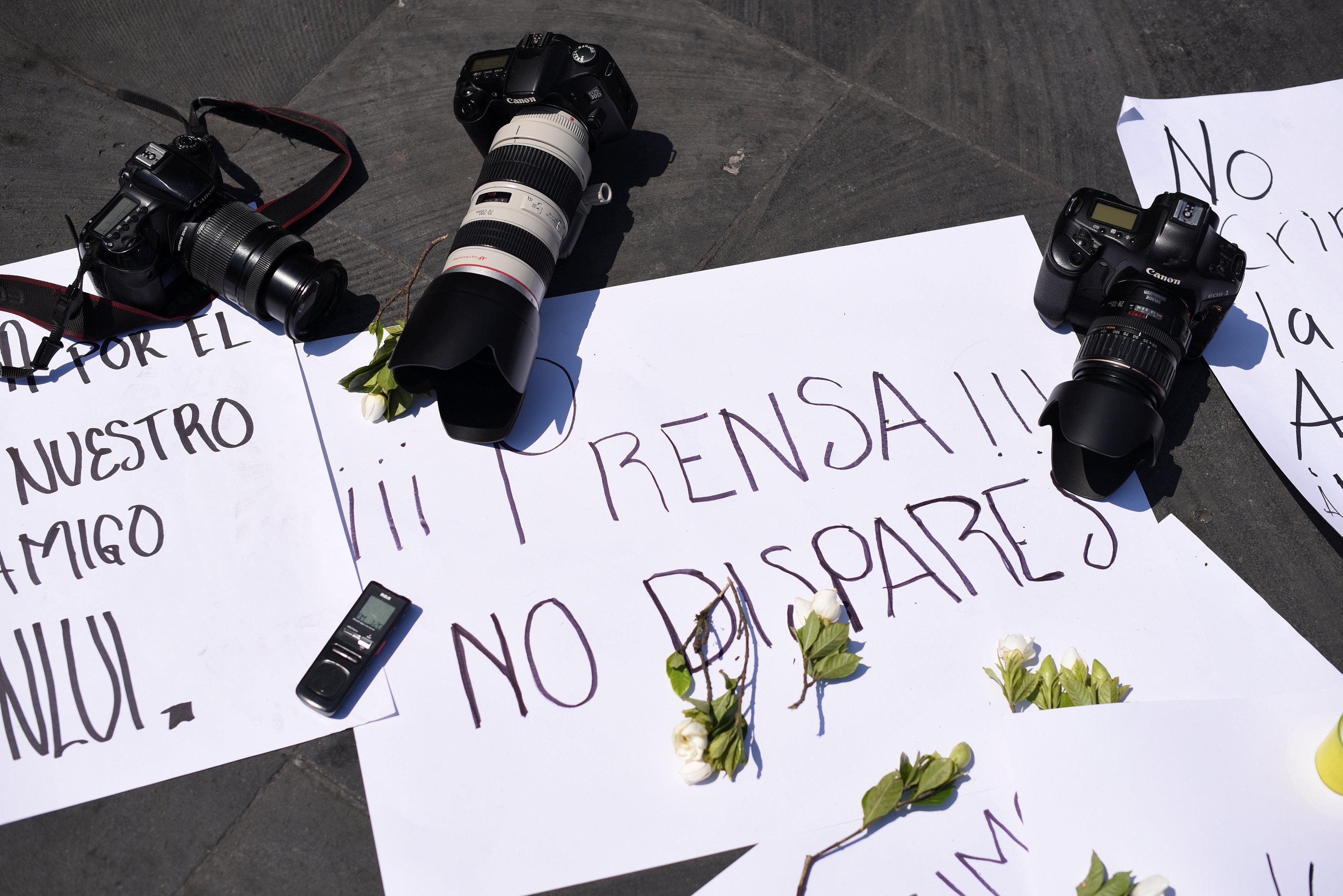 لافتات احتجاج