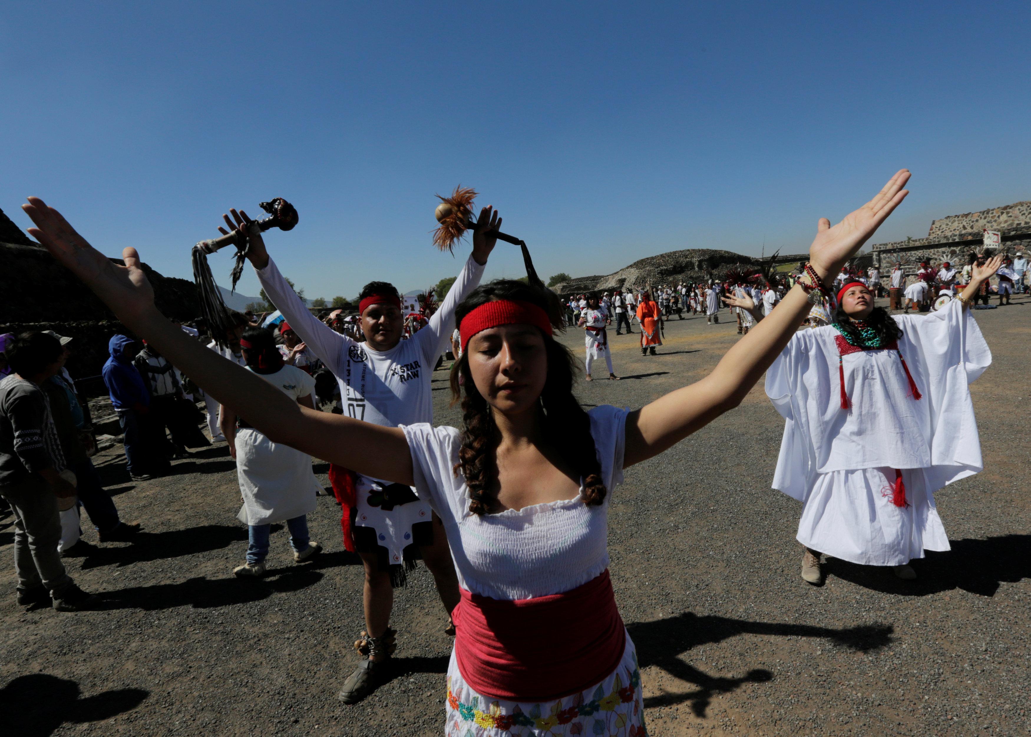 .. مهرجان استقبال فصل الربيع فى المكسيك