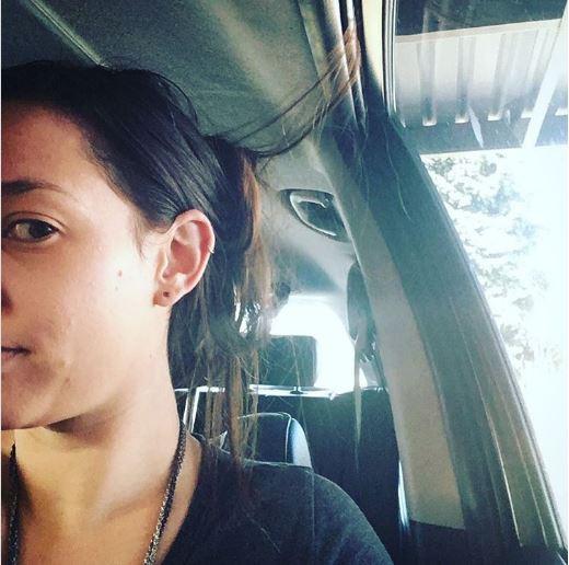 صاحبات الشعر الطويل يعانون بسبب شعرهن اذا كانوا من مستخدمى السيارات فعندما تركب السيارة يغلق باب السيارة على خصلات شعرك