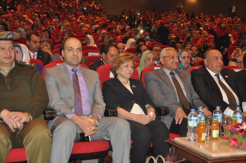 السفيرة ميرفت التلاوى فى المؤتمر