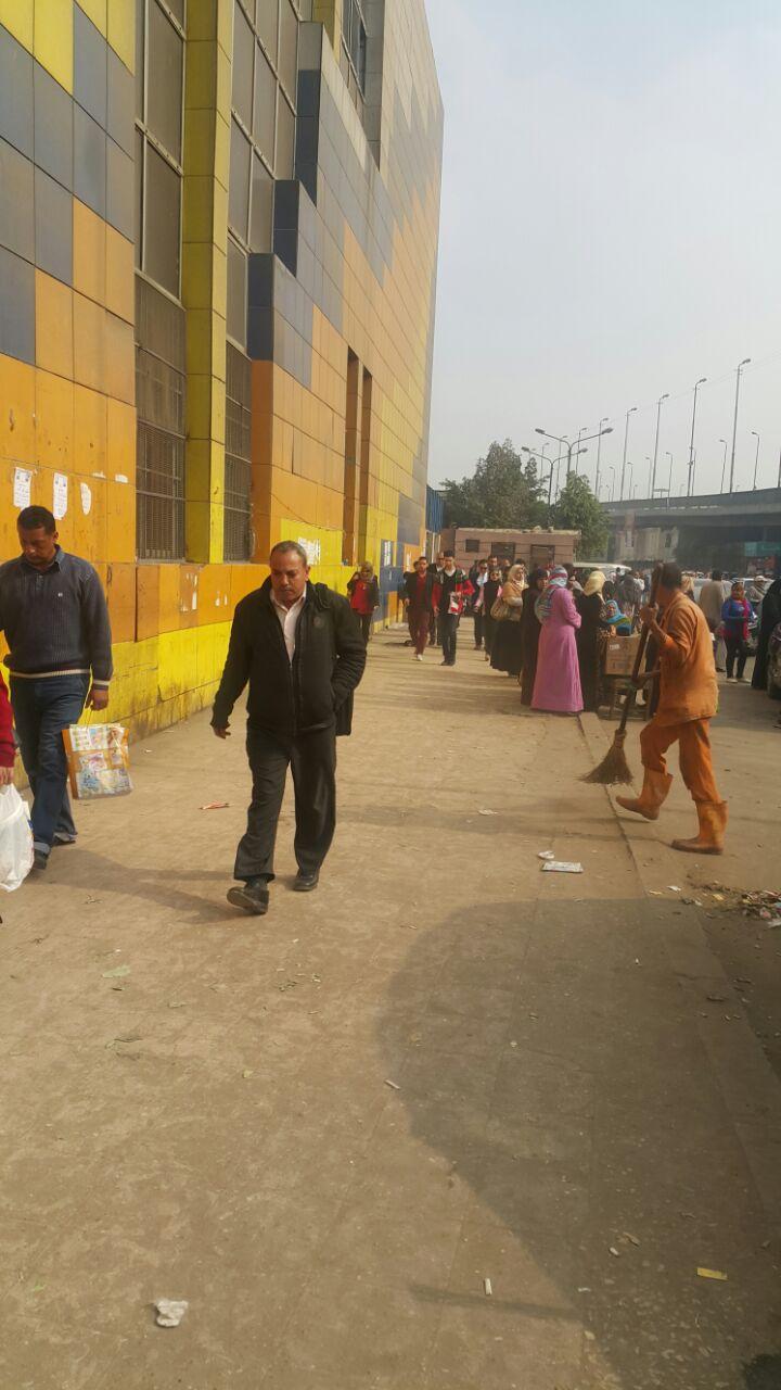 حملة نظافة أمام محطة مترو كلية الزراعة