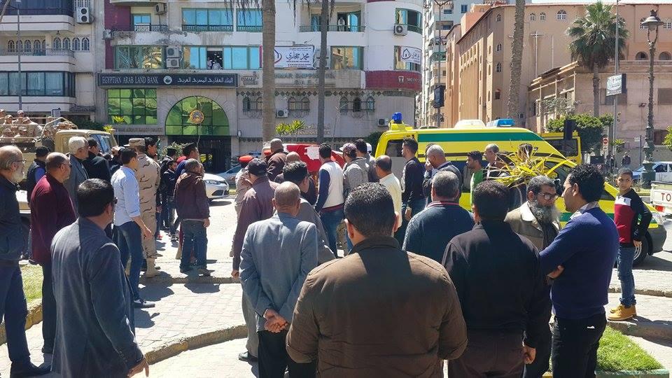 وصول جثمان الشهيد الي المسجد1
