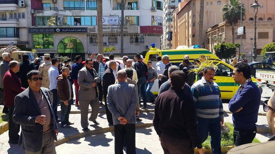 وصول جثمان الشهيد الي المسجد2