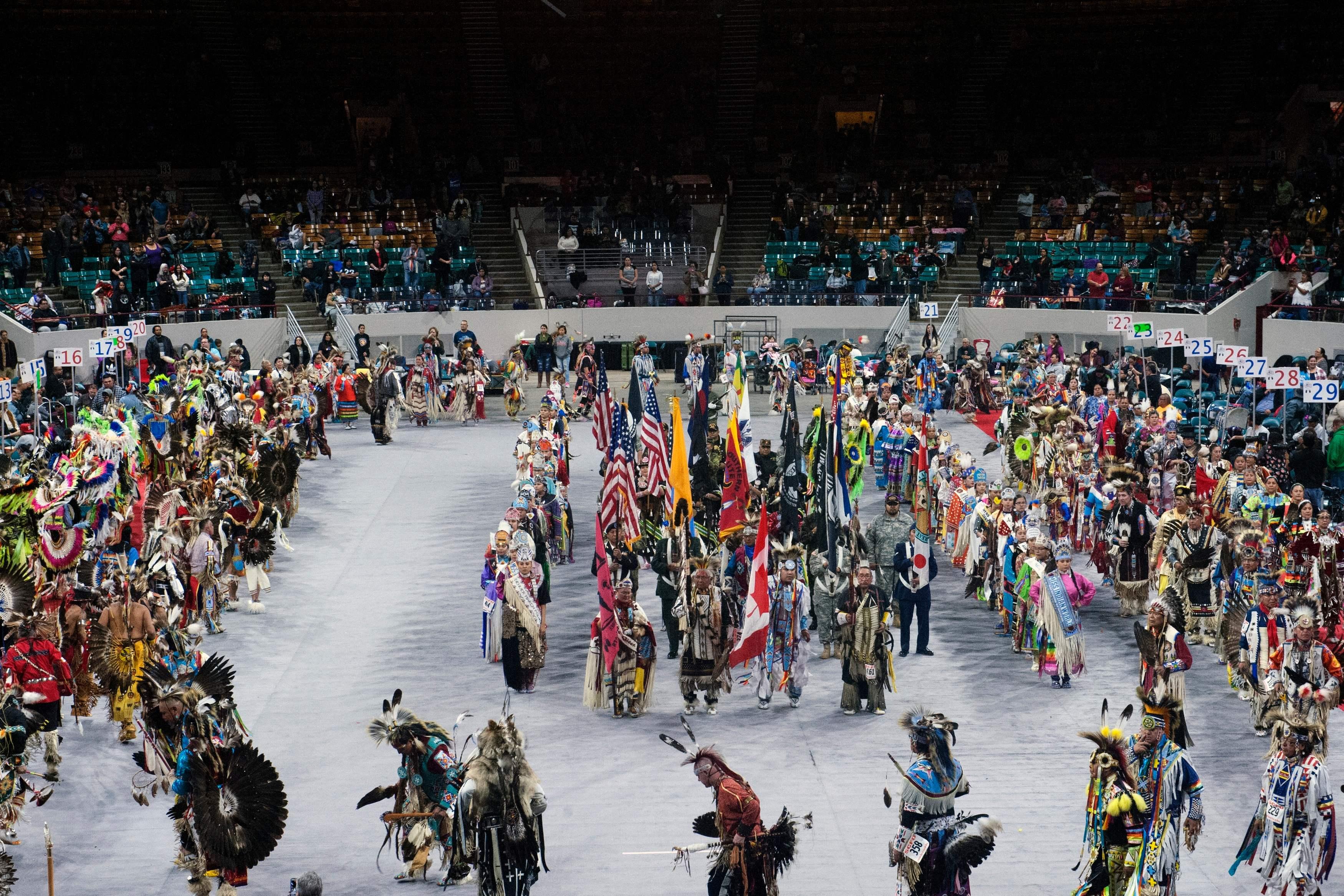 مهرجان الرقص لسكان أمريكا الأصليين بولاية كولورادو