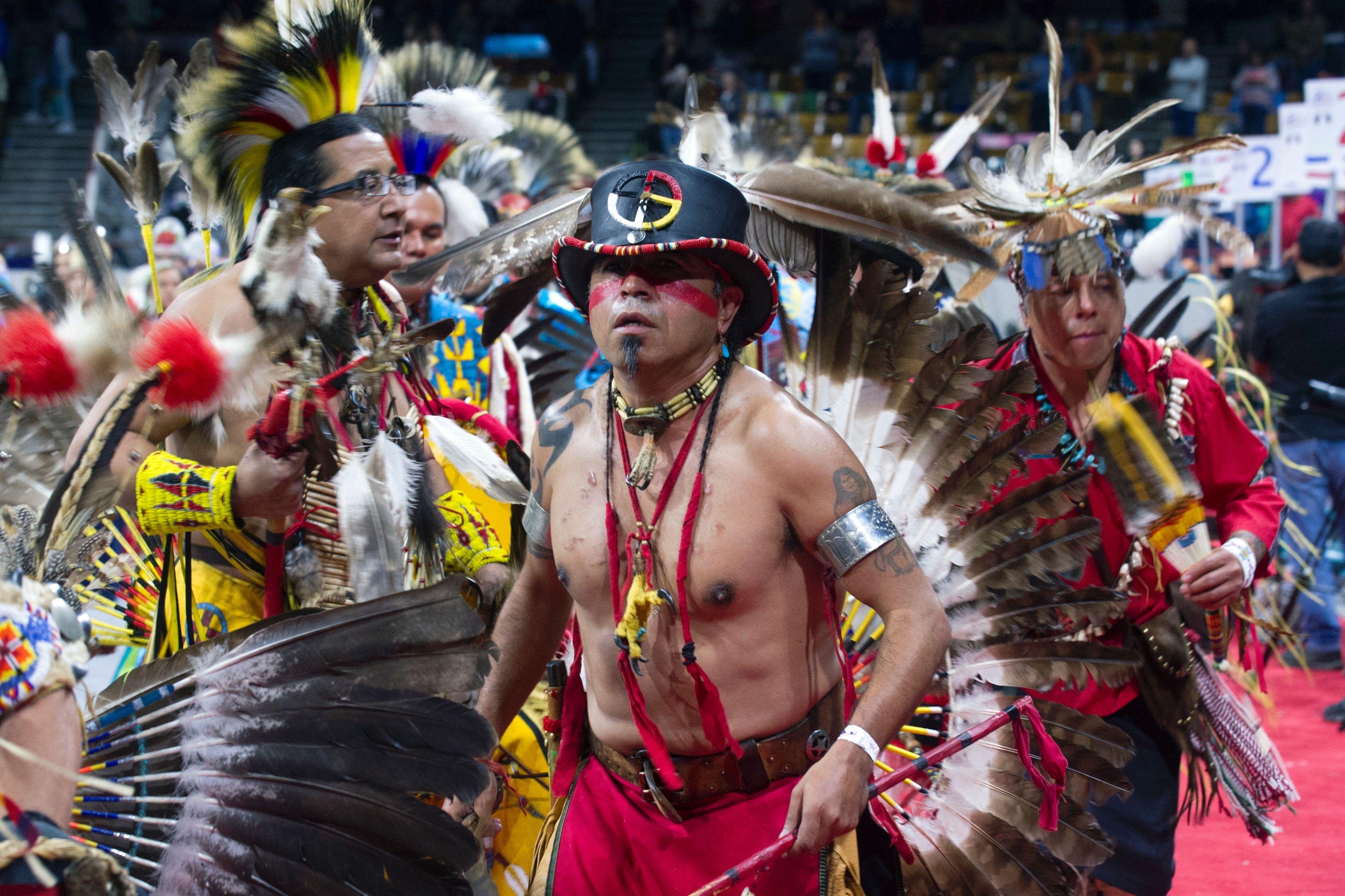 احتفالية مهرجان الرقص لسكان أمريكا الأصليين