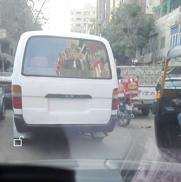 احد سيارات الأجرة