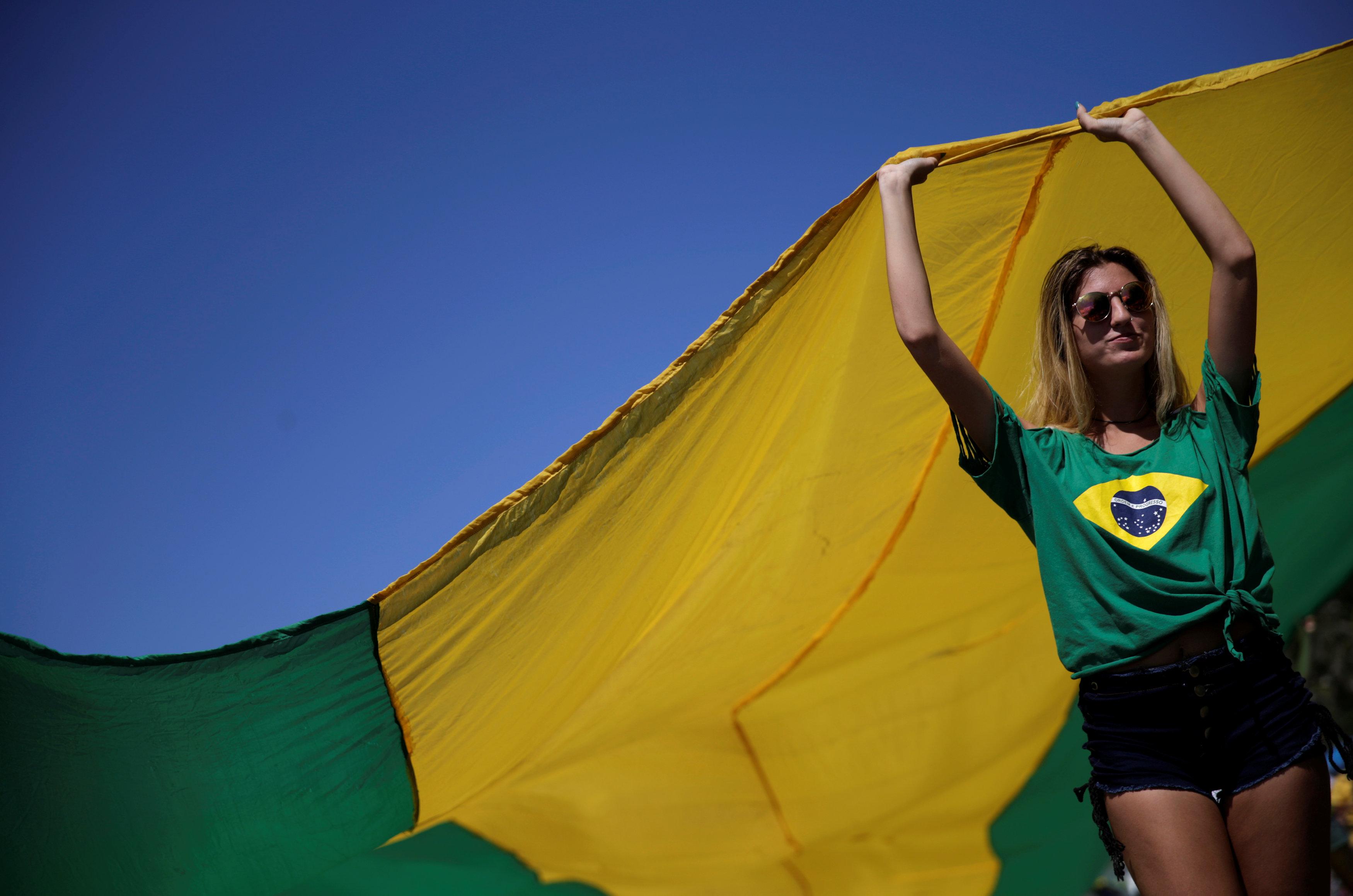 متظاهرة فى البرازيل