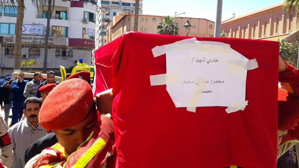 وصول جثمان الشهيد الي المسجد5