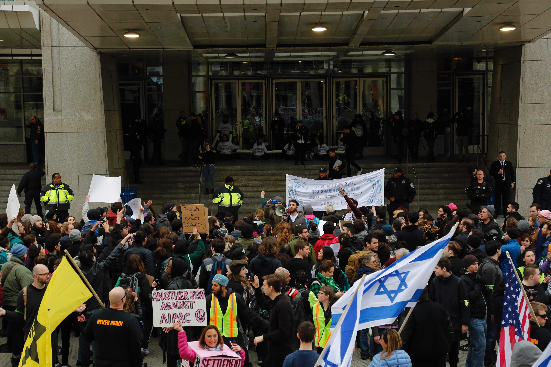 احتجاجات أمام مؤتمر لرابطة مؤيدى دولة الاحتلال