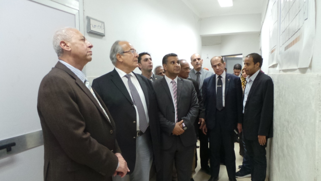 وزير التنمية المحلية داخل فصول التمريض