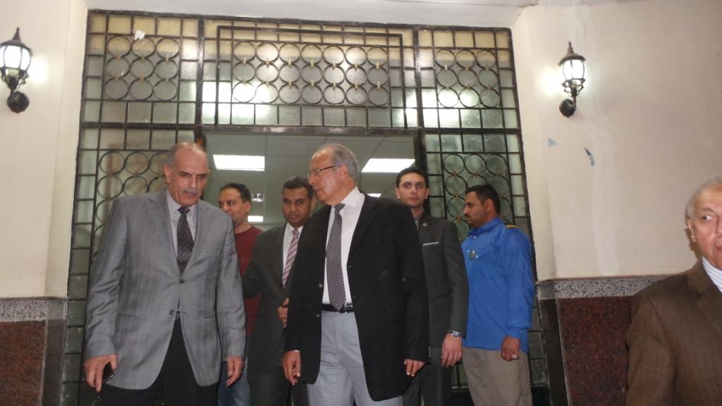 وزير التنمية المحلية يتفقد مستشفى الرمد