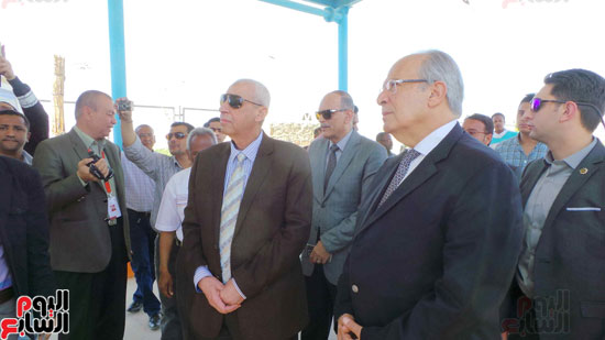 وزير التنمية المحلية ومحافظ أسوان