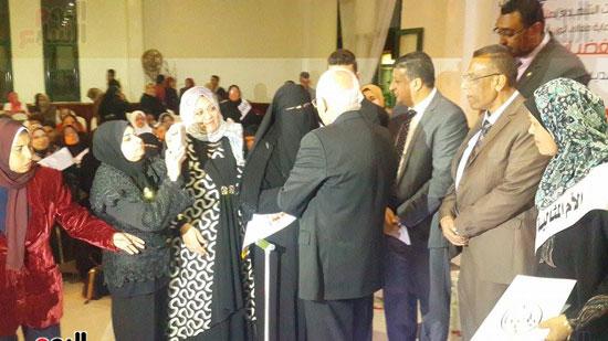 محافظ بورسعيد يكرم الأمهات المثاليات