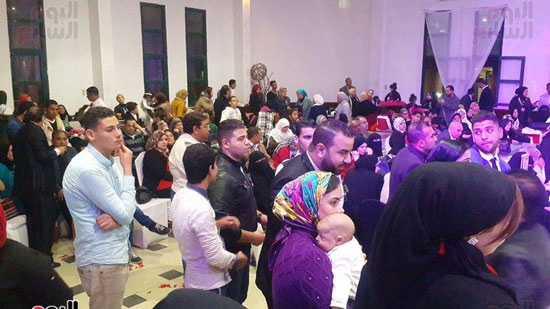 محافظ بورسعيد يتحدث لأمهات الشهداء