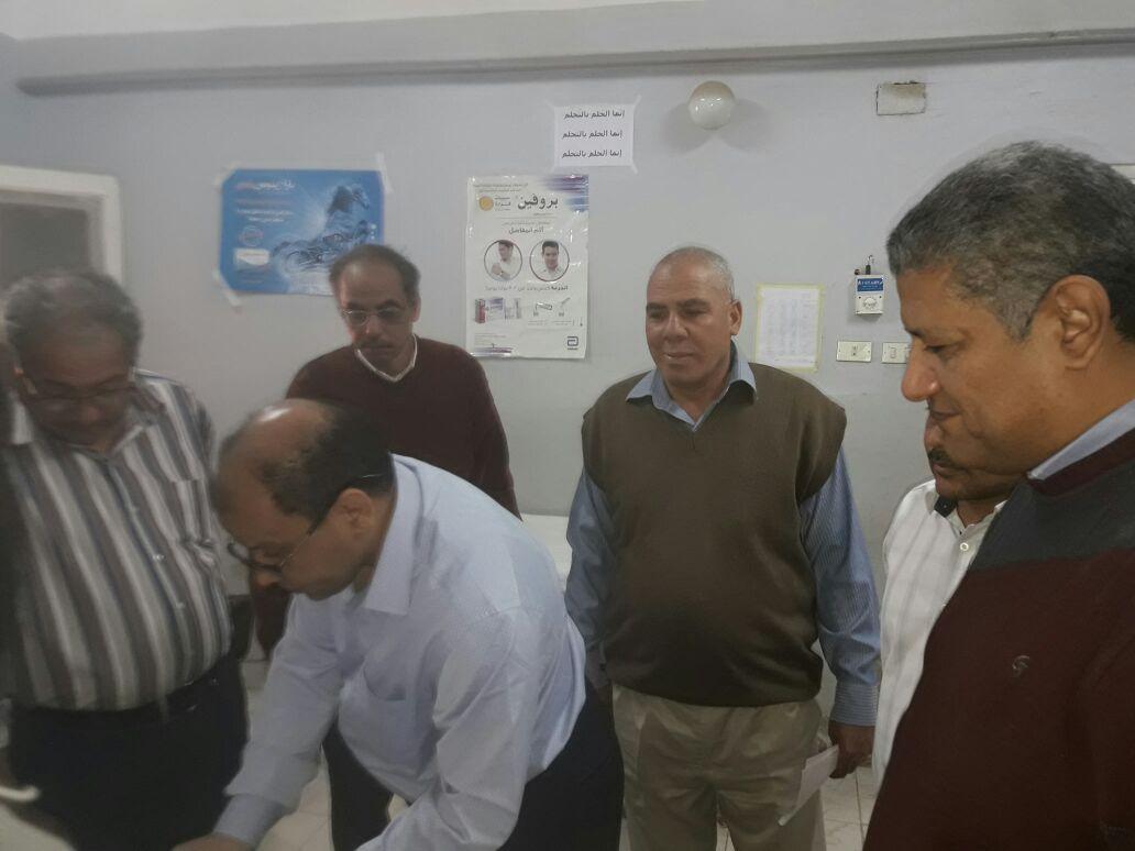 وكيل صحة قنا فى زيارة مفاجئة لمستشفي قوص المركزى  (4)