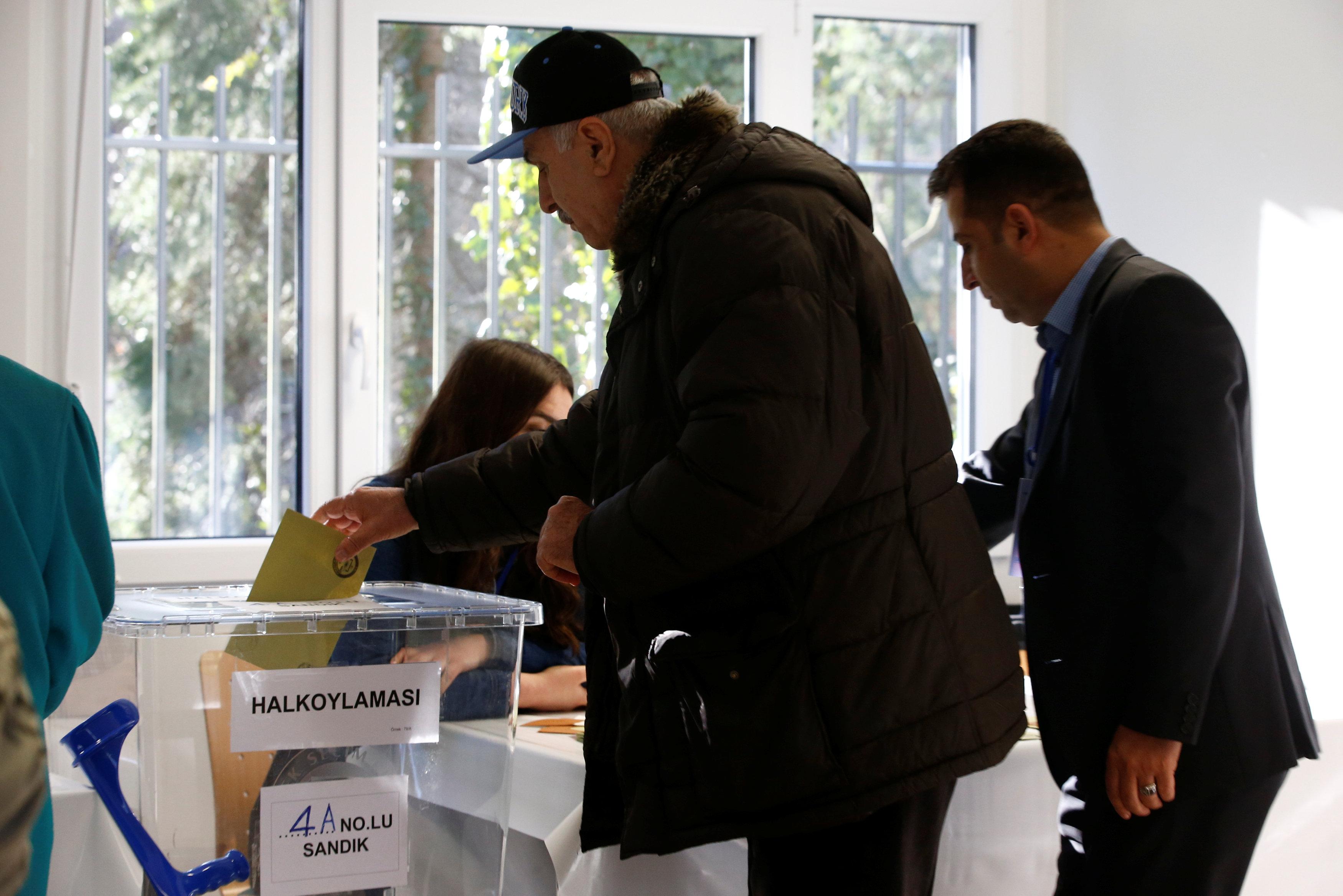 استفتاء الأتراك في الخارج (1)