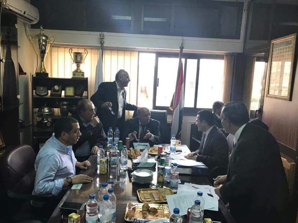 عادل السداوى عضو المجلس يرأس جلسة التوقيع