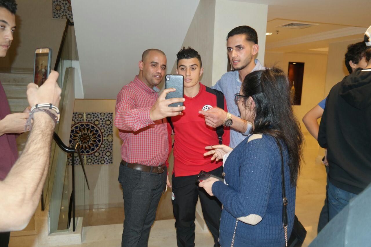 الجماهير مع لاعبى منتخب مصر