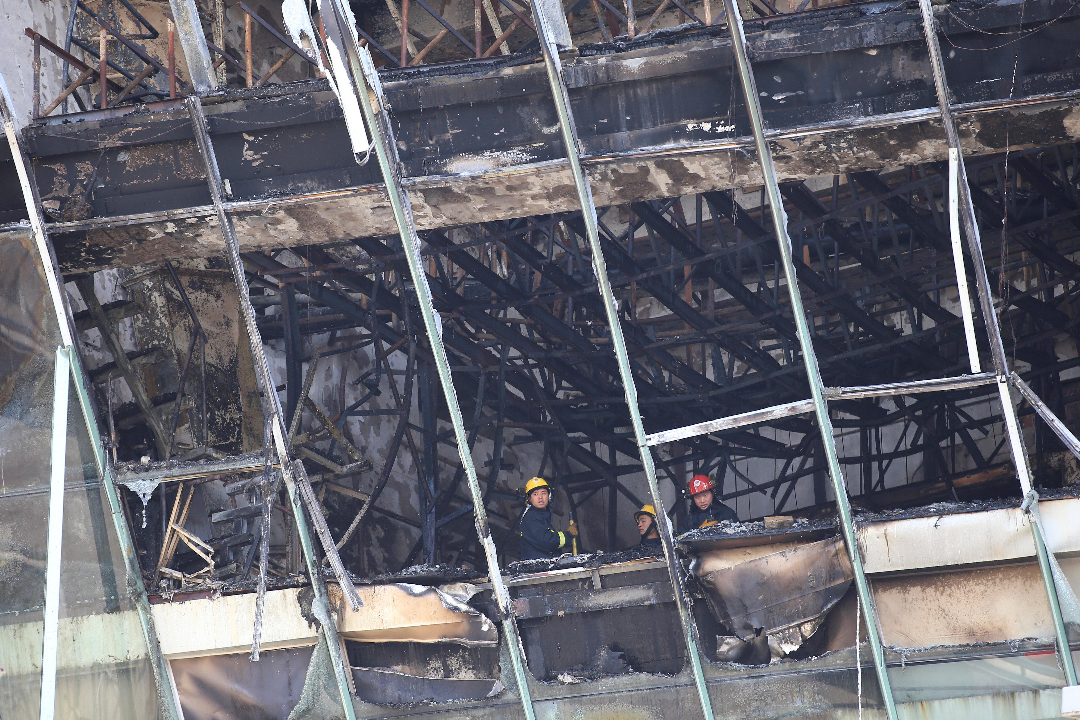جانب من أضرار الحريق