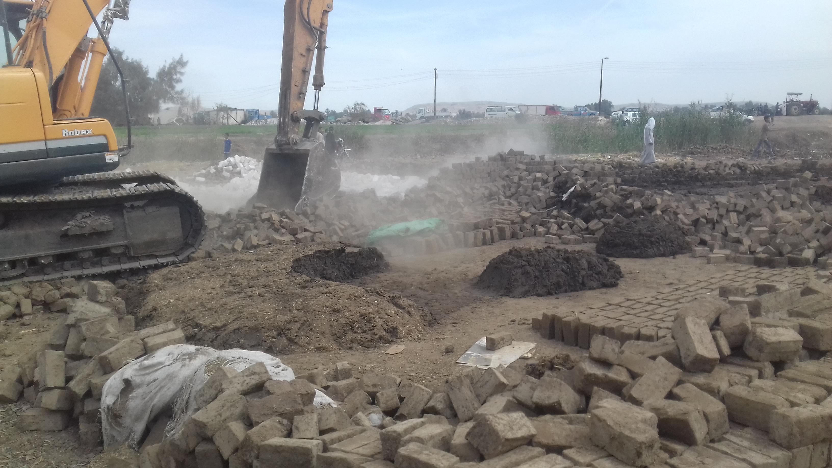 ازالة 27 حالة تعدى على مجرى نهر النيل بمركز بملوي بالمنيا  (4)