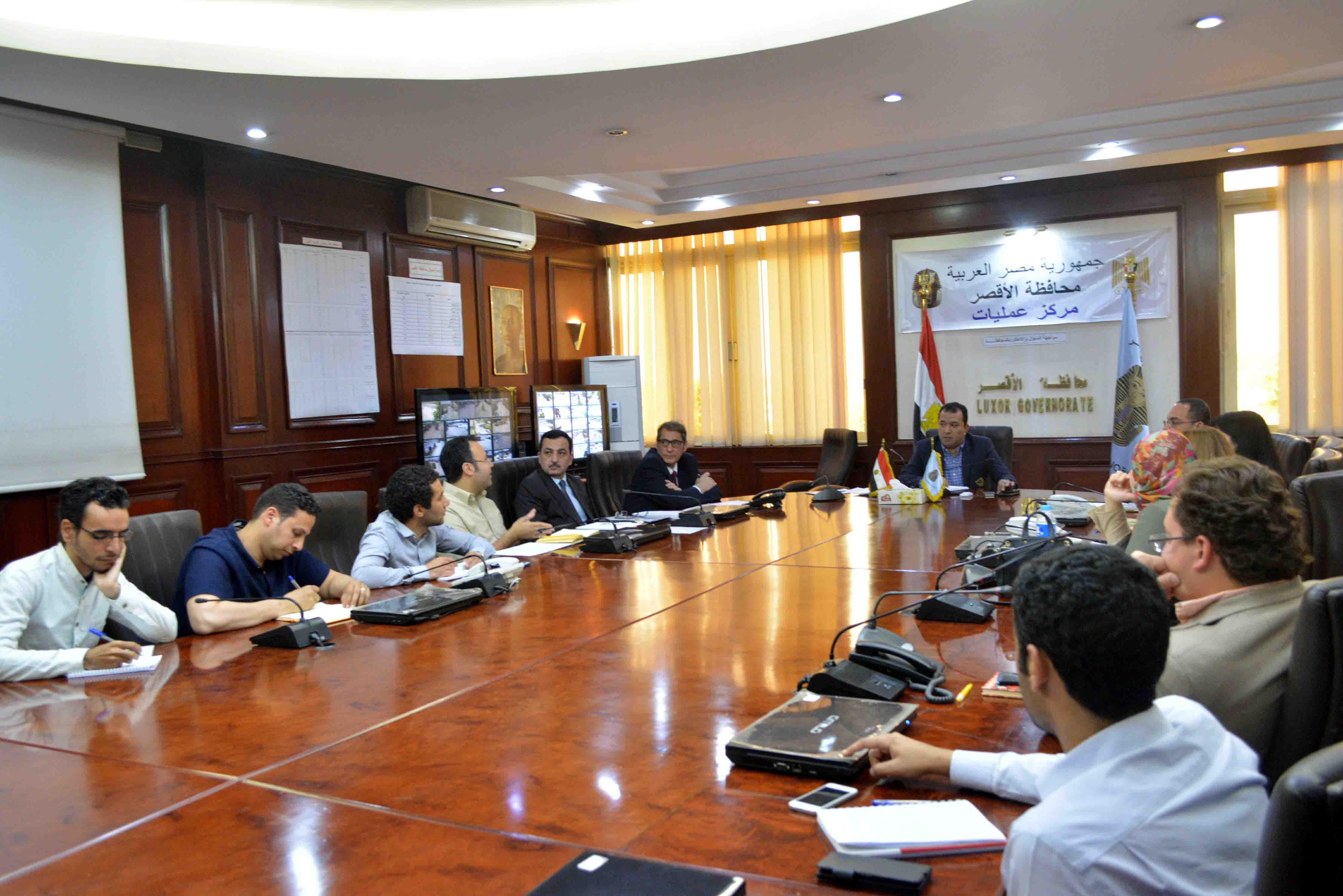 2- المحافظ يلتقي بوفد منظمة اليونيدو خلال التعريف بمشروع امكان بالاقصر