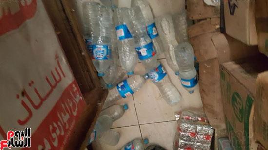 زجاجات مياه غير صالحة للاستهلاك