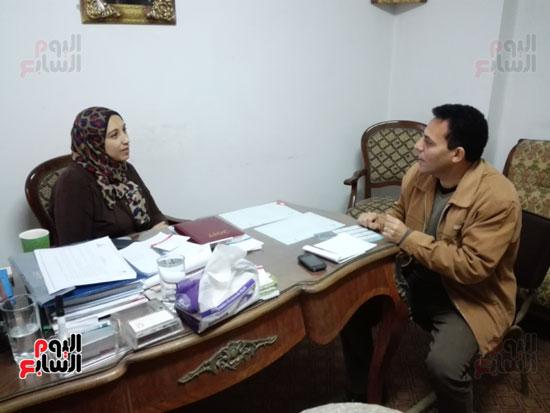 محرر اليوم السابع خلال حواره مع مقررة القومى للمراة ببنى سويف