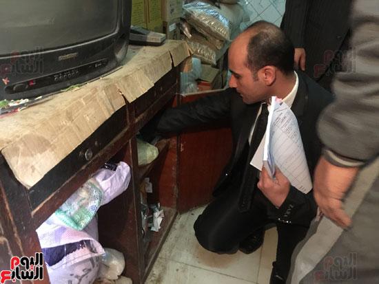 حملة الرقابة الإدارية داخل محل صرف تموين
