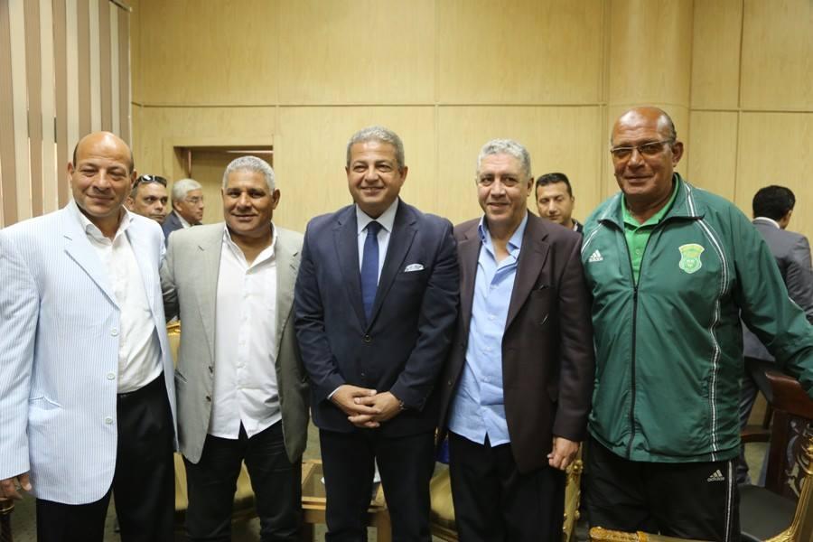 وزير الرياضة مع نجوم اسكندرية