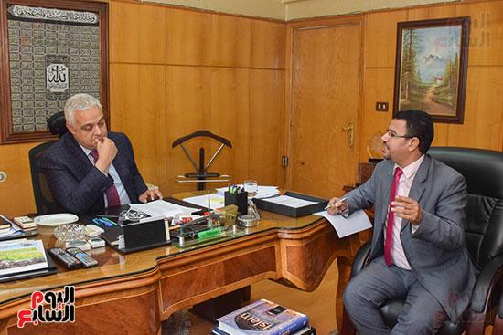 السفير ياسر النجار رئيس مجلس إدارة الشركة القابضة للصناعات الكيماوية (3)