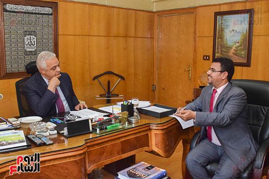 السفير ياسر النجار رئيس مجلس إدارة الشركة القابضة للصناعات الكيماوية (4)