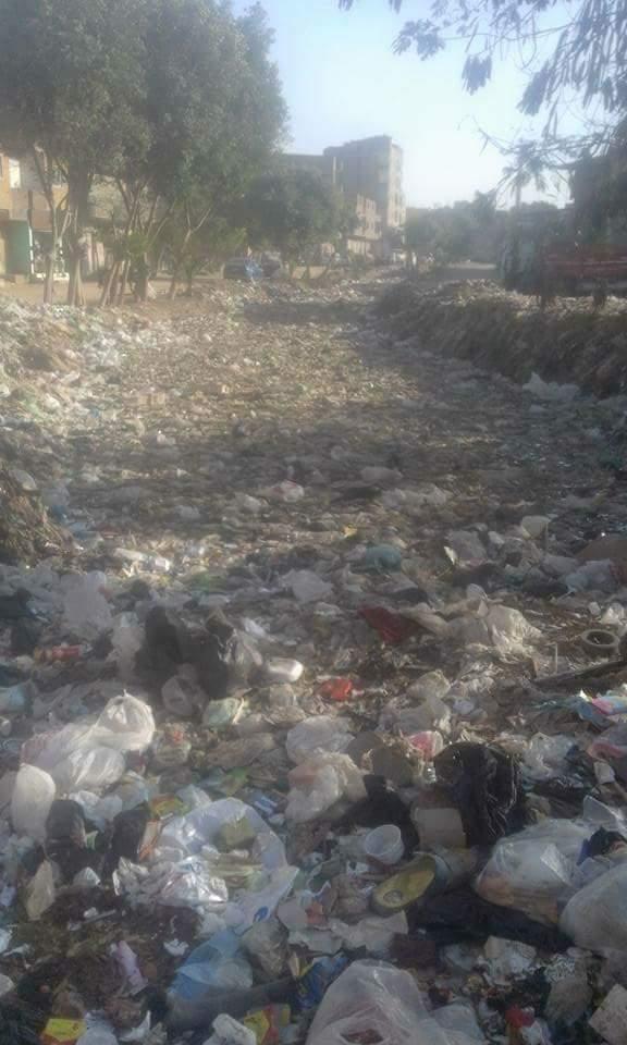 القمامة تملأ الرشاح