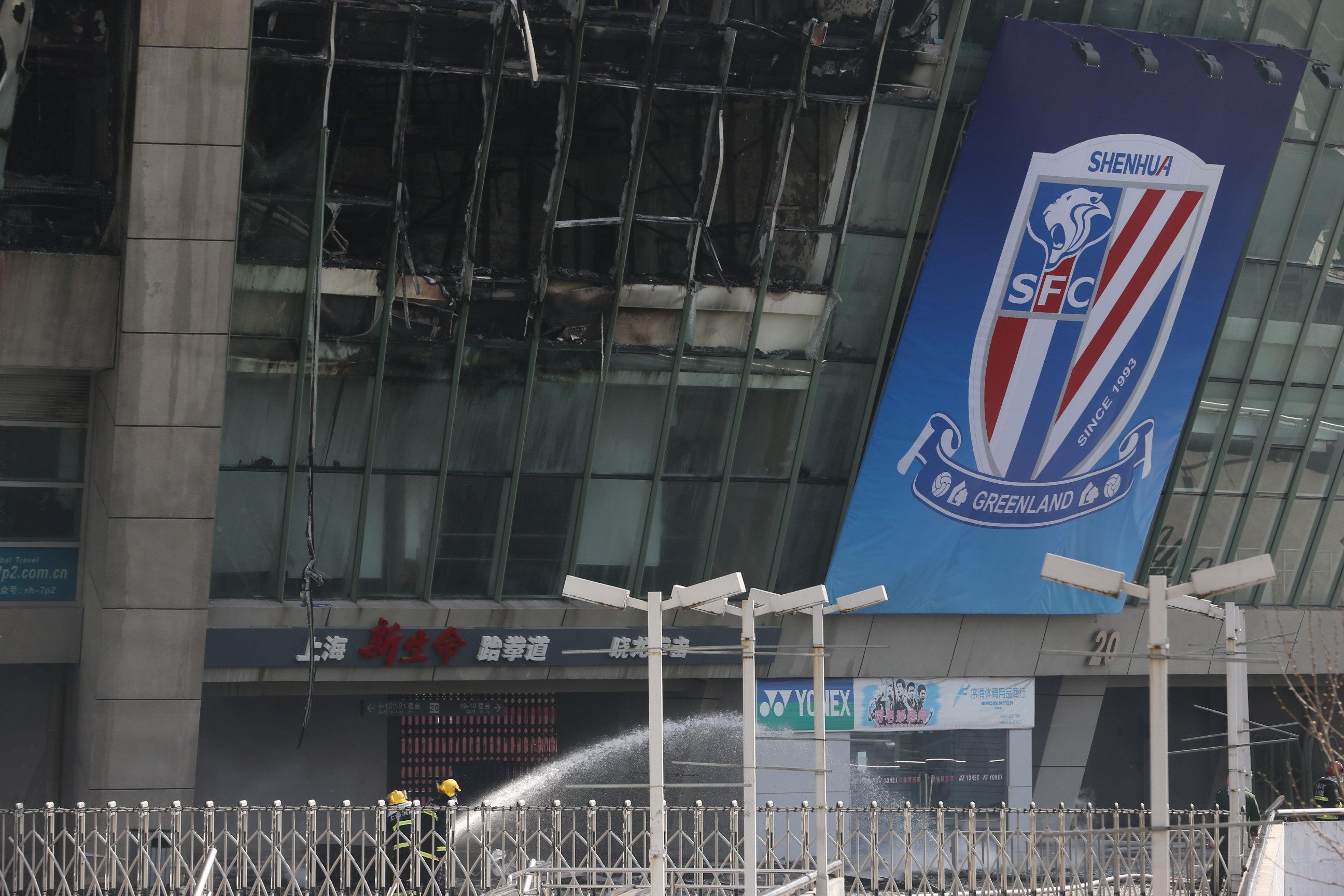 اندلاع حريق فى ستاد هونجكو شنجهاى بالصين