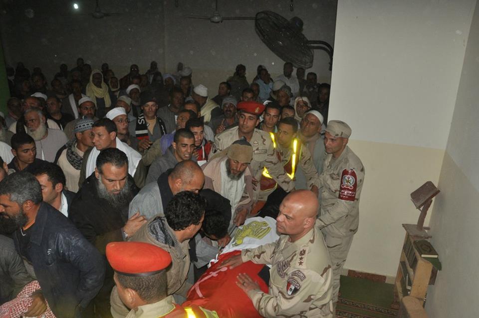 6- جثمان الشهيد بمسجد القرية