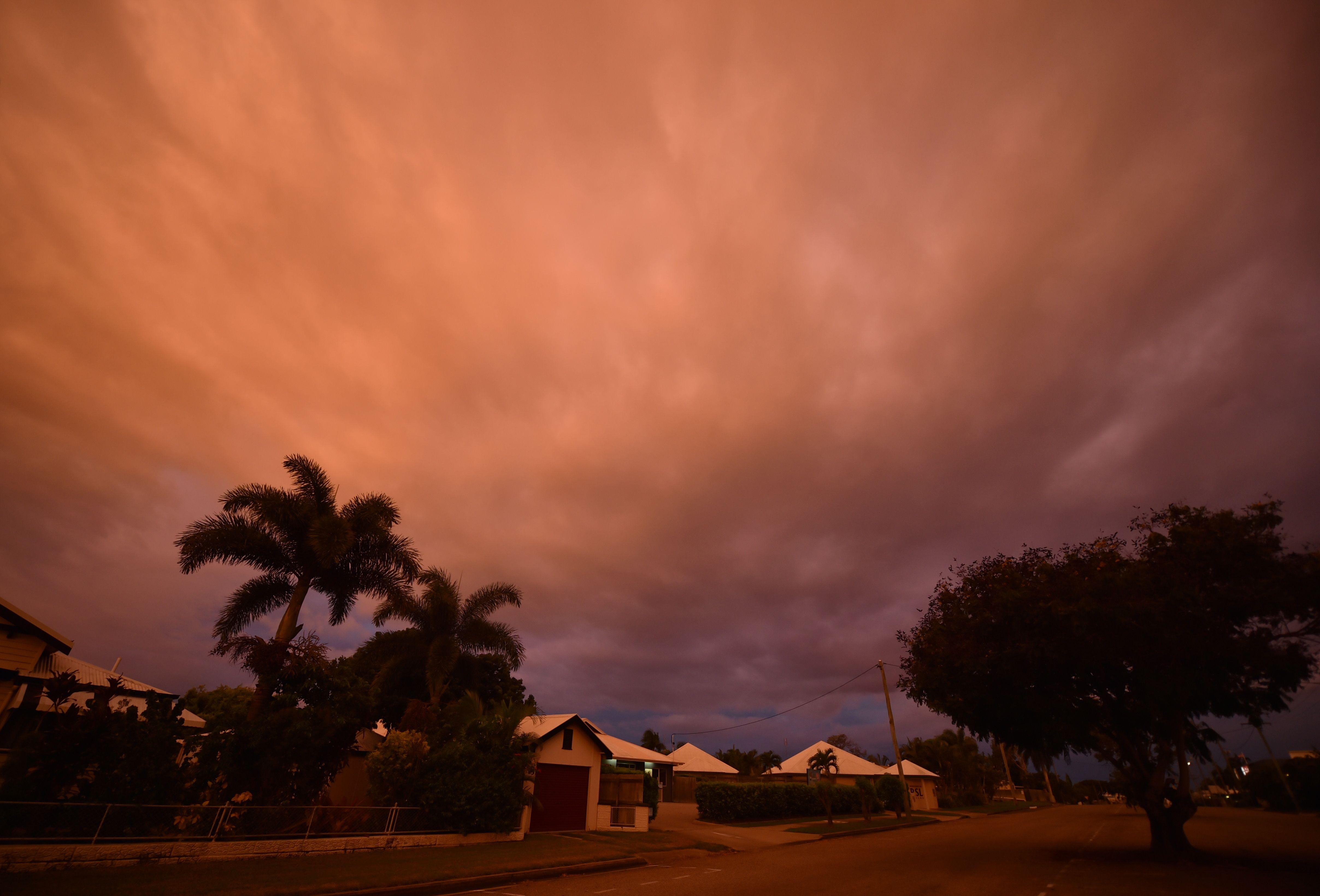 سحب ترابية تغطى سماء المناطق الساحلية فى أستراليا