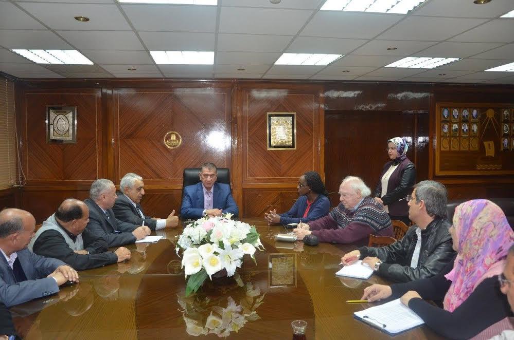1- محافظ كفر الشيخ مع وفد البنك الدولي
