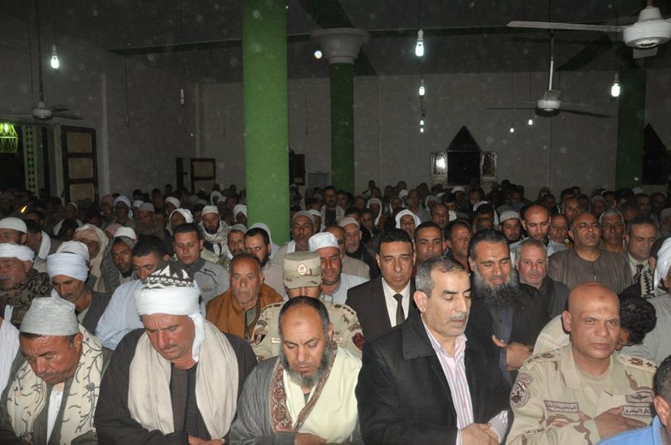 7- أثناء الصلاة على جثمان الشهيد