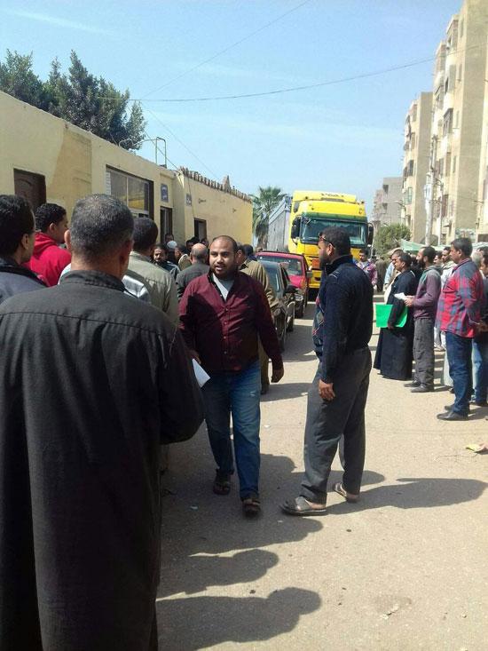 تكدس المواطنين على مرور السنبلاوين
