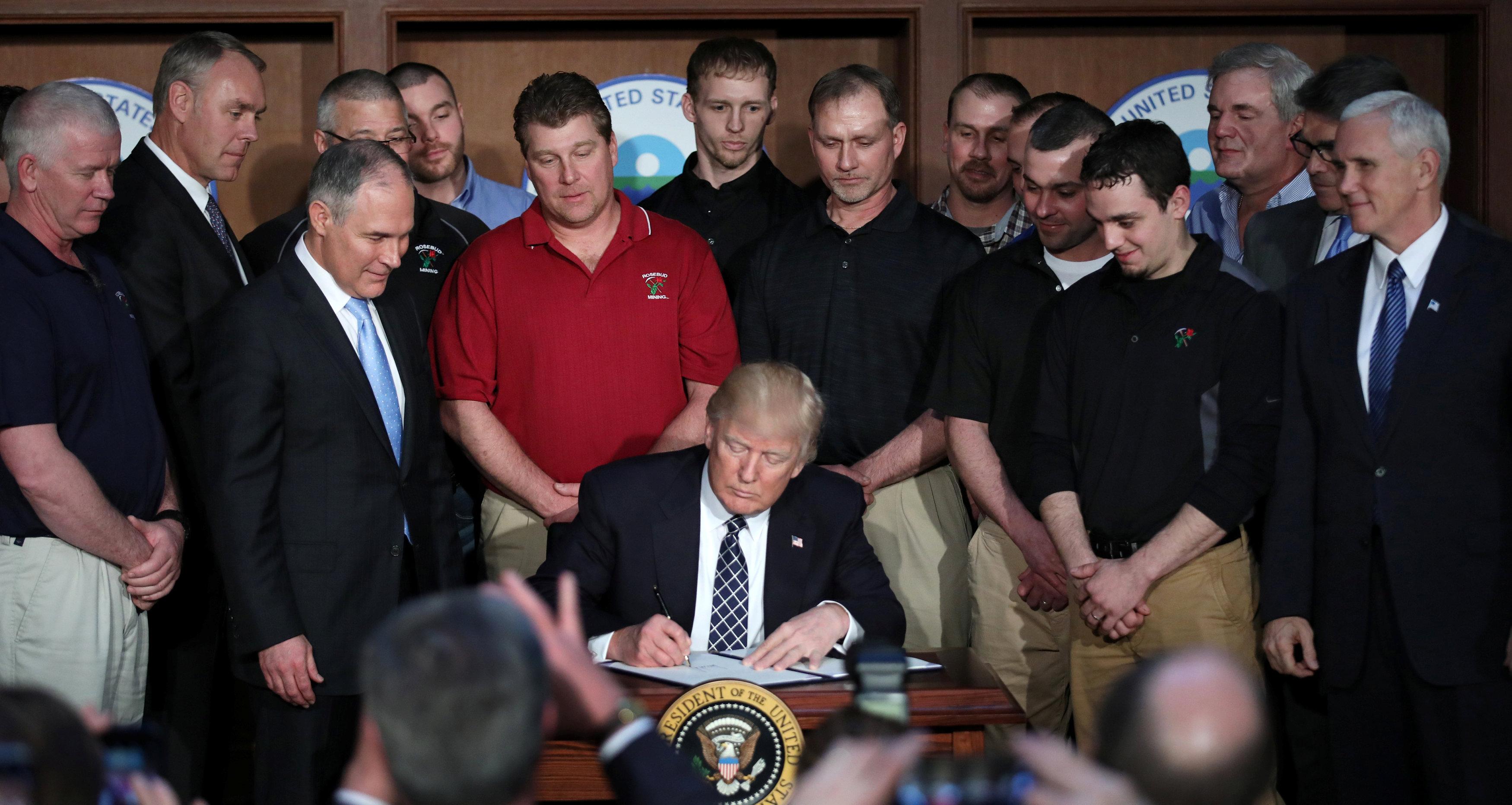ترامب يوقع امرا تنفيذيا يلغي اجراءات أوباما بشأن المناخ