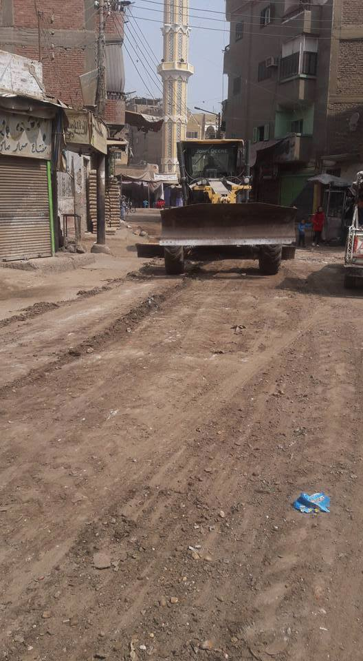 رفع الطبقة الطينية من شوارع القوصية (6)