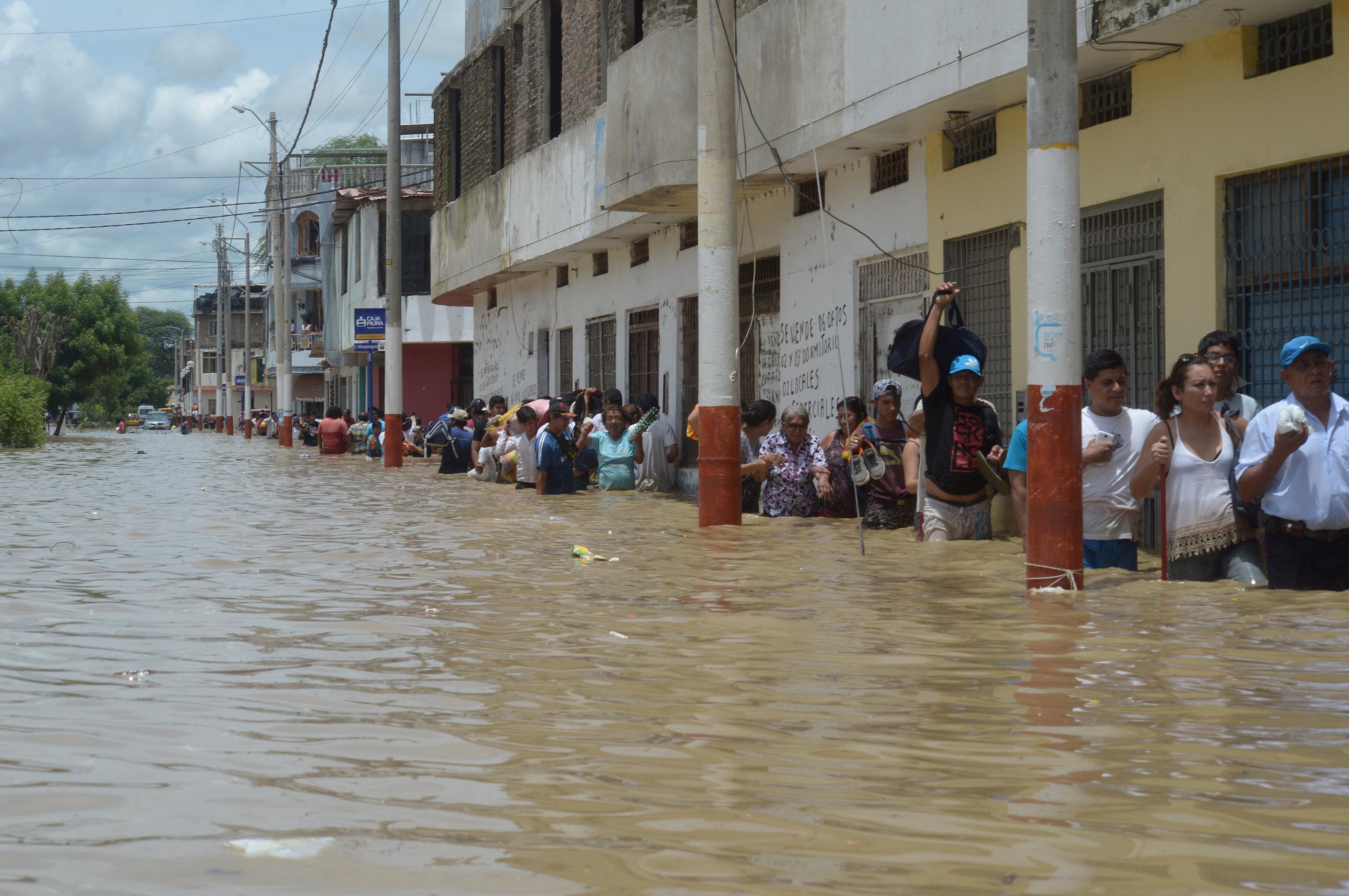 المياة تغمر الشوارع