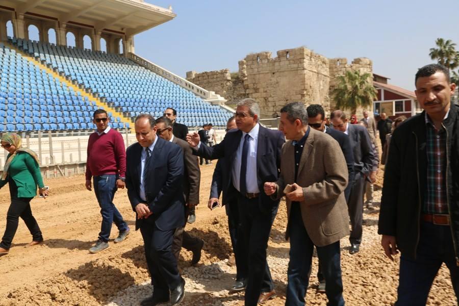 وزير الرياضة يتفقد ستاد الاسكندرية