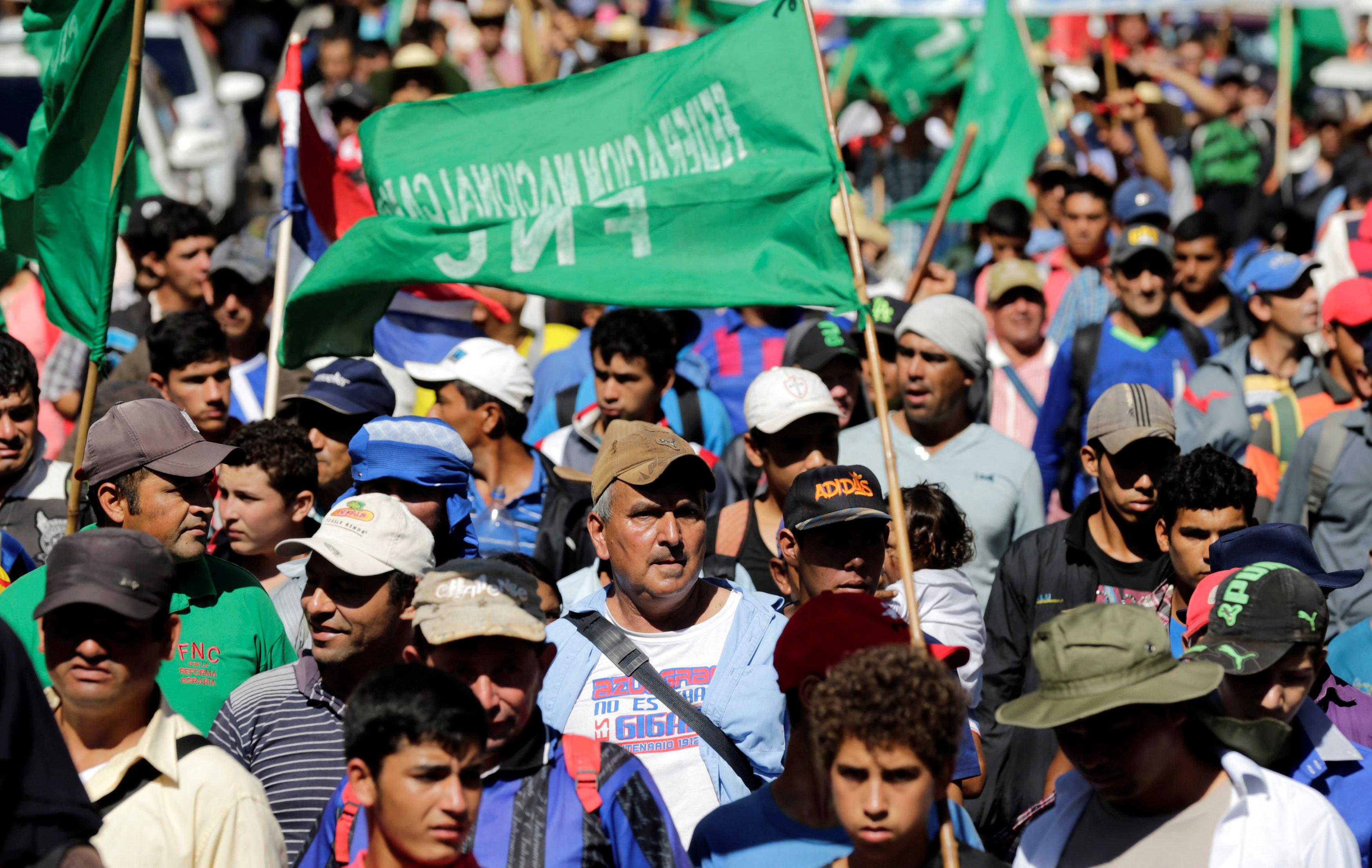 تظاهرأعضاء المزارعين ( فنك )