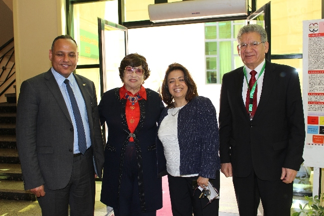 الدكتورة نوال الدجوى والدكتور محمود صقر ورئيس جامعة MSA وعميدة كلية الصيدلة