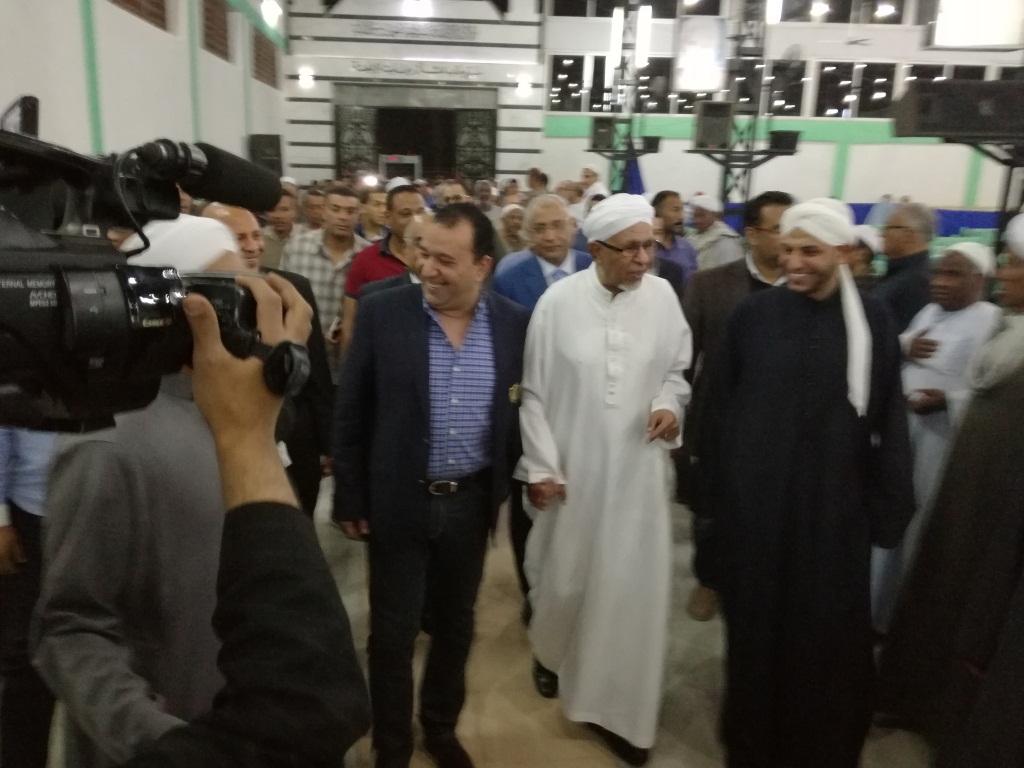 الشيخ زين العابدين رائد الساحة يستقبل الضيوف